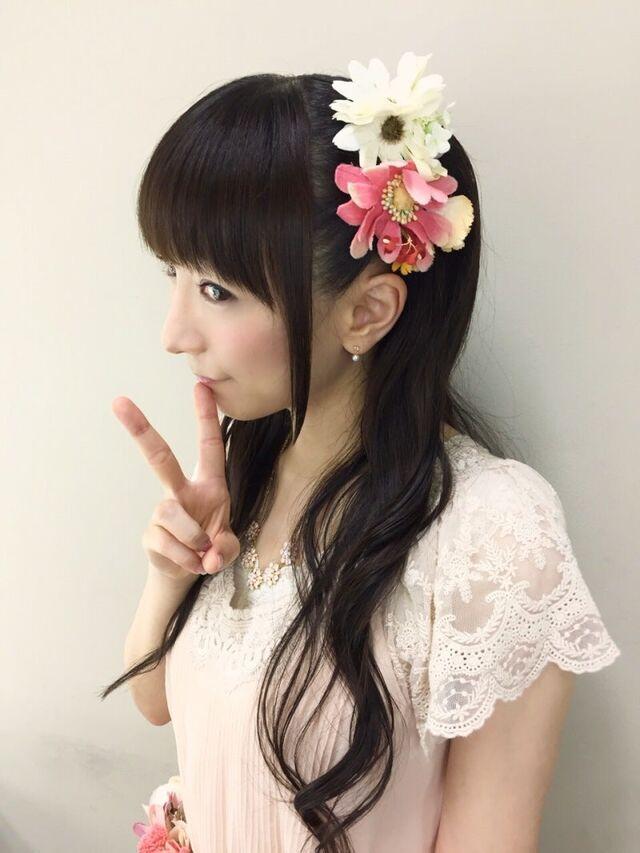 髪のアクセサリーが素敵な堀江由衣さん
